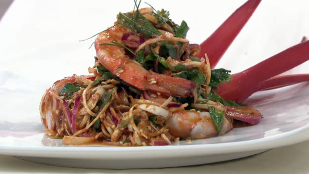 Grilled scampi with banana bell salad