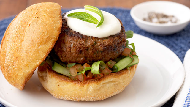 Lamb burgers with tomato and mint salad