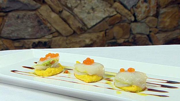 Tartare of rice wine marinated scallops & avocado ravioli with sweetcorn puree and chilli caviar