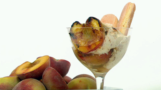 Barbecue peaches with almond amaretto cream