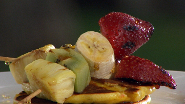 Ricotta hotcakes with grilled fruit skewers and maple