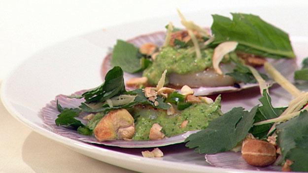 Seared scallops with fresh chutney