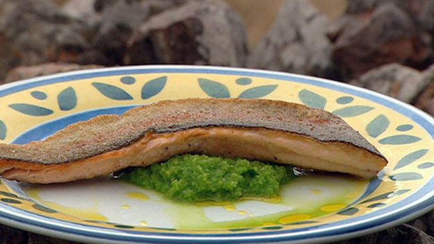 Rainbow trout fillet with mushy peas