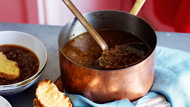 Onion soup with beer