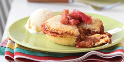 Warm rhubarb & strawberry pies