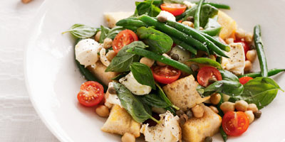 Bread salad with mozzarella