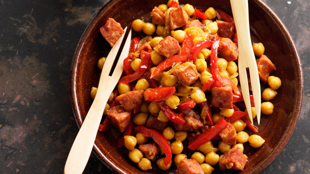 Chorizo and chickpeas in white wine