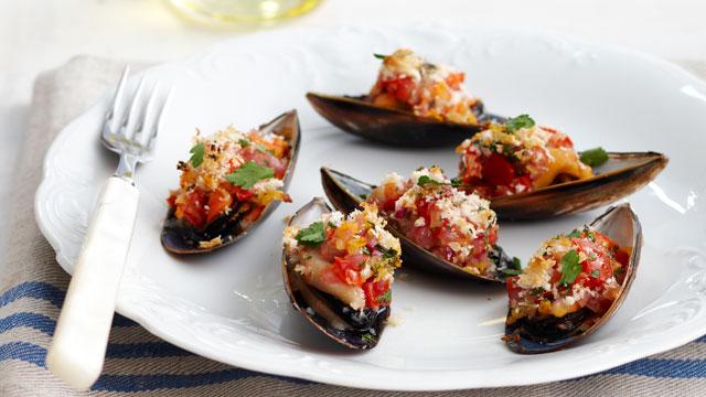 Grilled garlic mussels