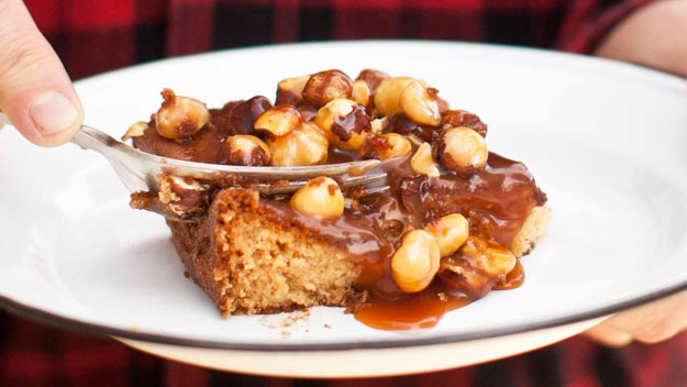 Caramel, apple & hazelnut tray cake