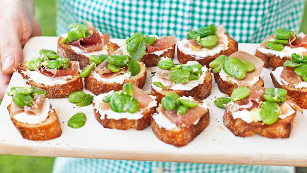 Broadbean, prosciutto and ricotta crostini