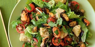 Herbed mussel salad with sourdough croutons