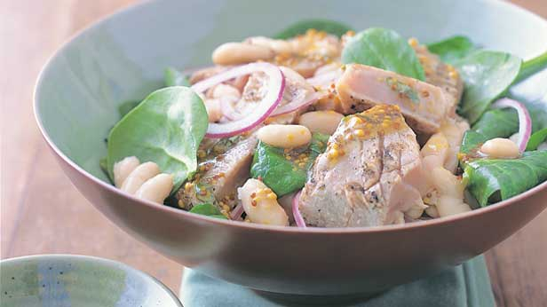Grilled tuna and white bean salad