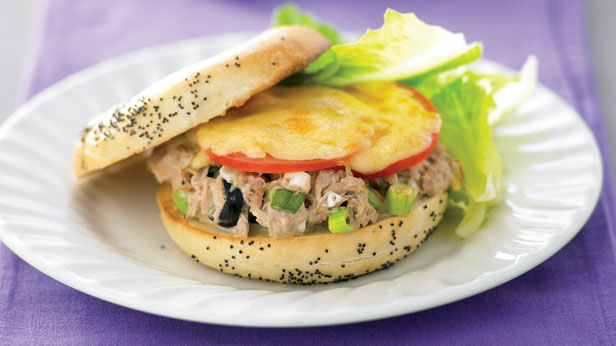 Bagels with tuna and cheese