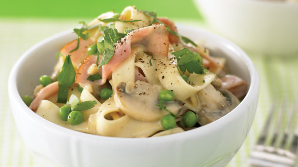 Creamy ham and pea fettucini