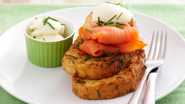 Herbed French toast with smoked salmon
