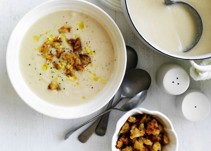 Cauliflower soup with mustard and croutons