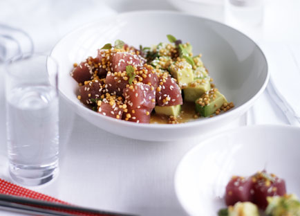 Tuna and avocado salad with sesame dressing