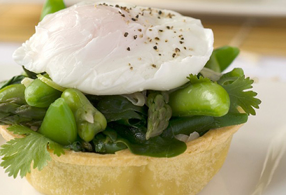 Green vegie tarts with soft egg