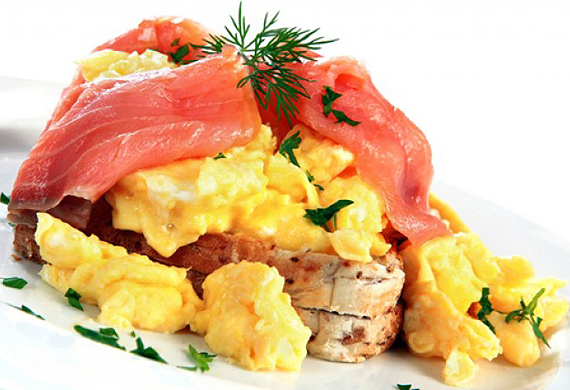 Scrambled eggs with smoked salmon and dill butter