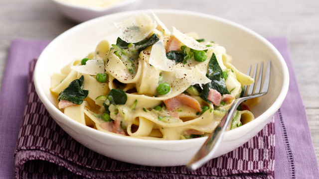 Spinach, pea & bacon fettucine