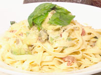 Creamy bacon & avocado fettucine