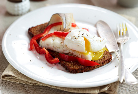 Haddock, eggs and peppers on rye