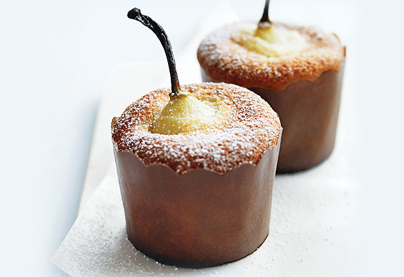 Pear and vanilla cakes