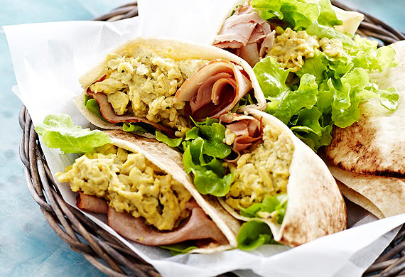 Pitas filled with ham and pesto scrambled eggs
