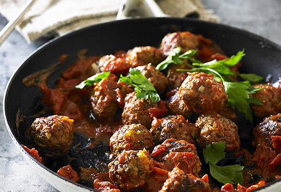 Smoked paprika meatballs with saffron and tomato sauce