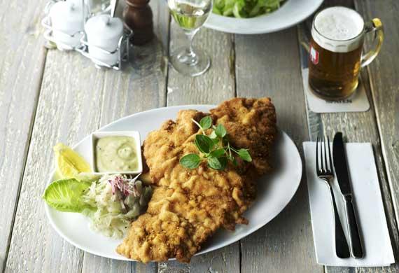Löwenbräu Keller's chicken schnitzel