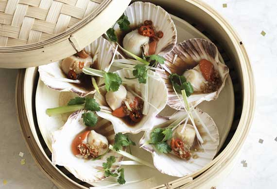 Steamed scallops with ginger and soy