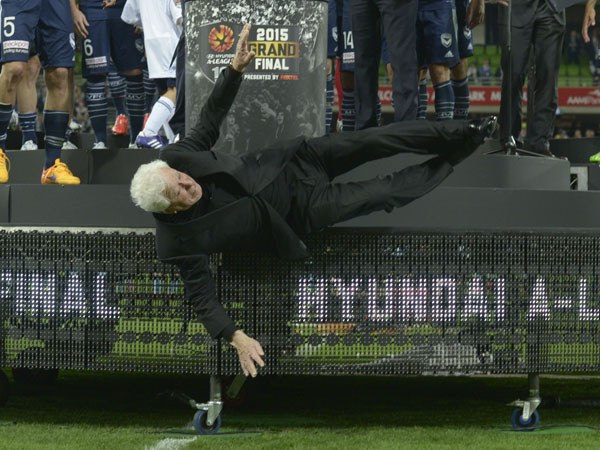 Frank Lowly falls off the dais at the A-League grand final. (AAP)