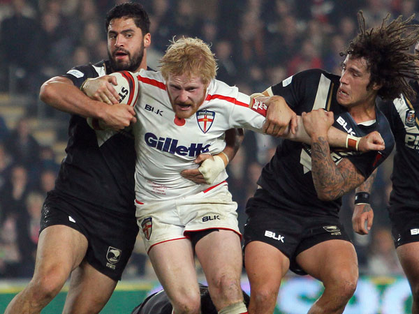 James Graham tries to break free of the New Zealdn defence. (AAP)