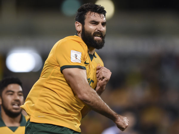 Socceroos captain Mile Jedinak celebrates his goal. (AAP)