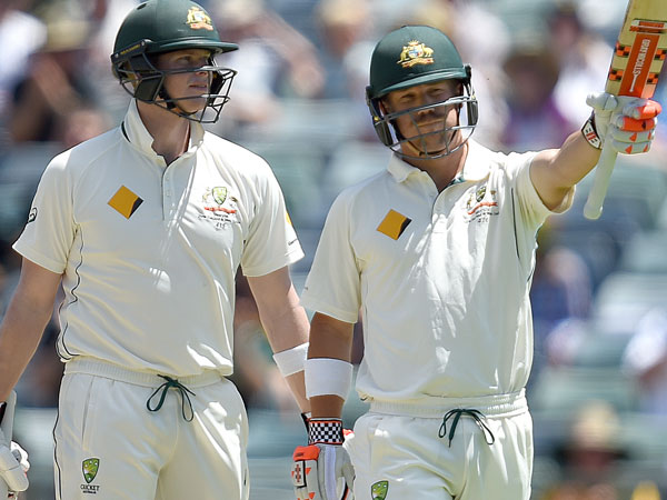 Steve Smith (L) and David Warner. (AAP)