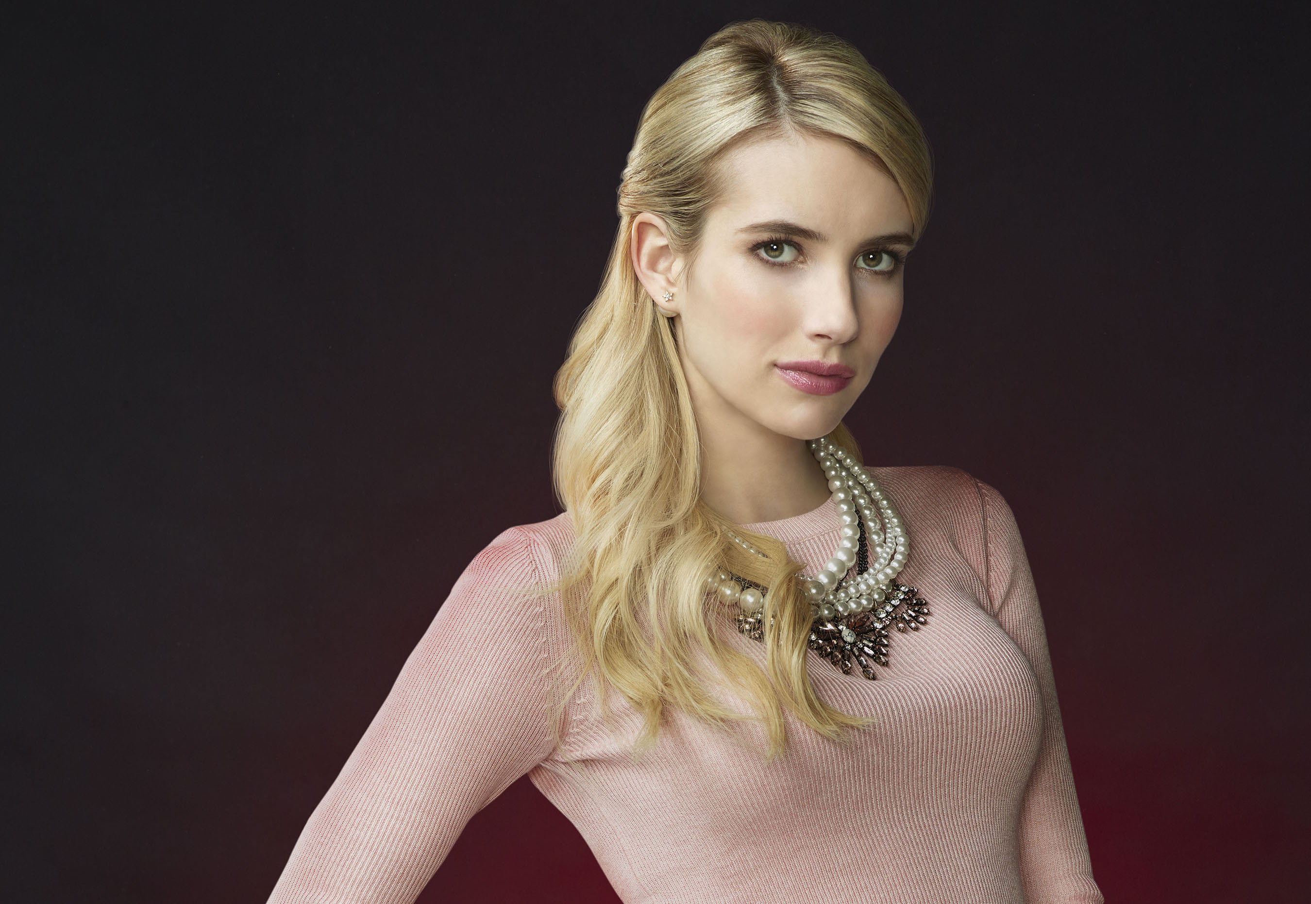 Get Emma Roberts peaches and cream look