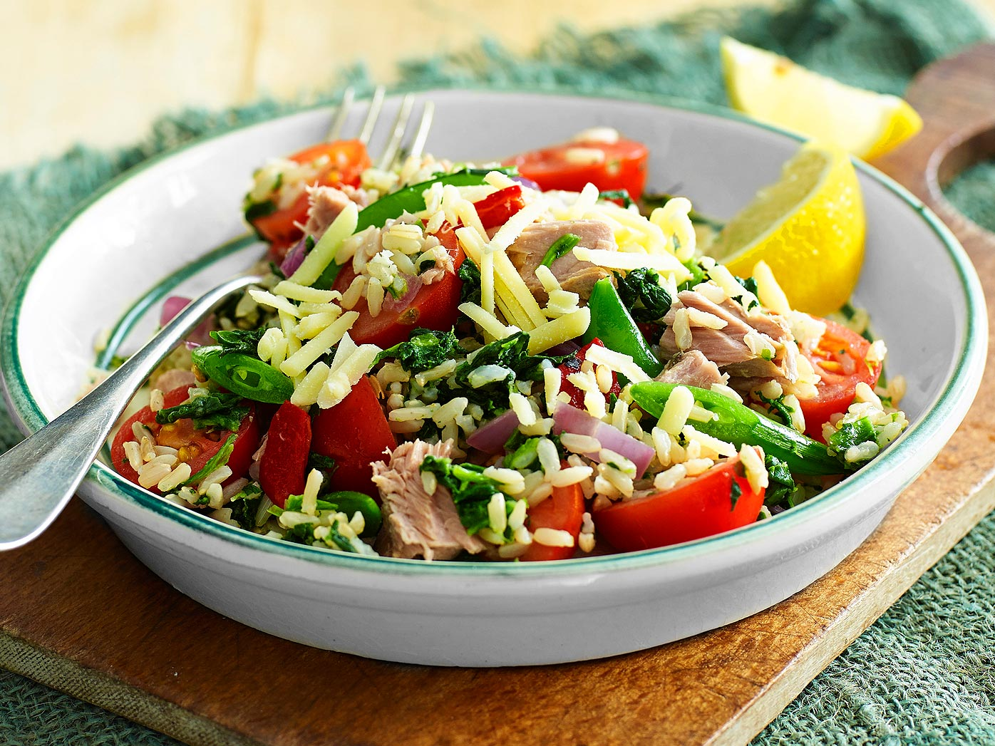 Dietician-designed spinach and tuna rice salad