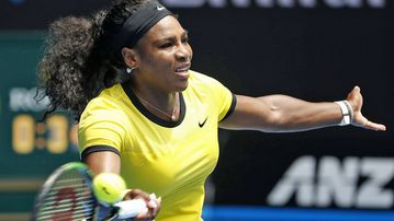 Serena Williams has extended her winning streak over Maria Sharapova, moving into the Australian Open semi-finals.