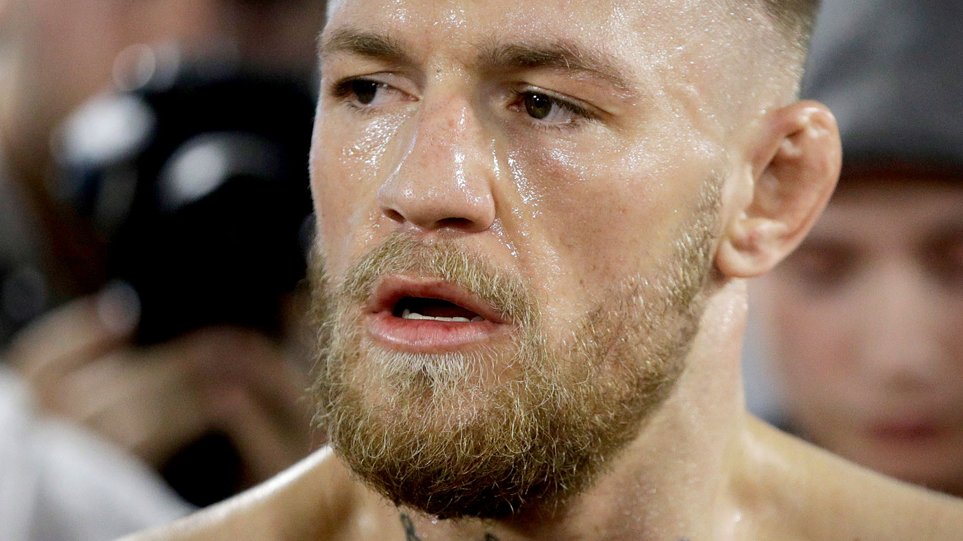 Boxing legend says UFC star has a chance against Mayweather