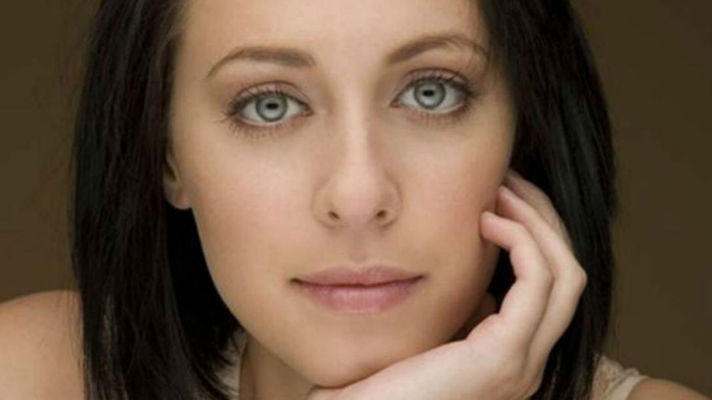 Jessica Falkholt clings to life - 9News
