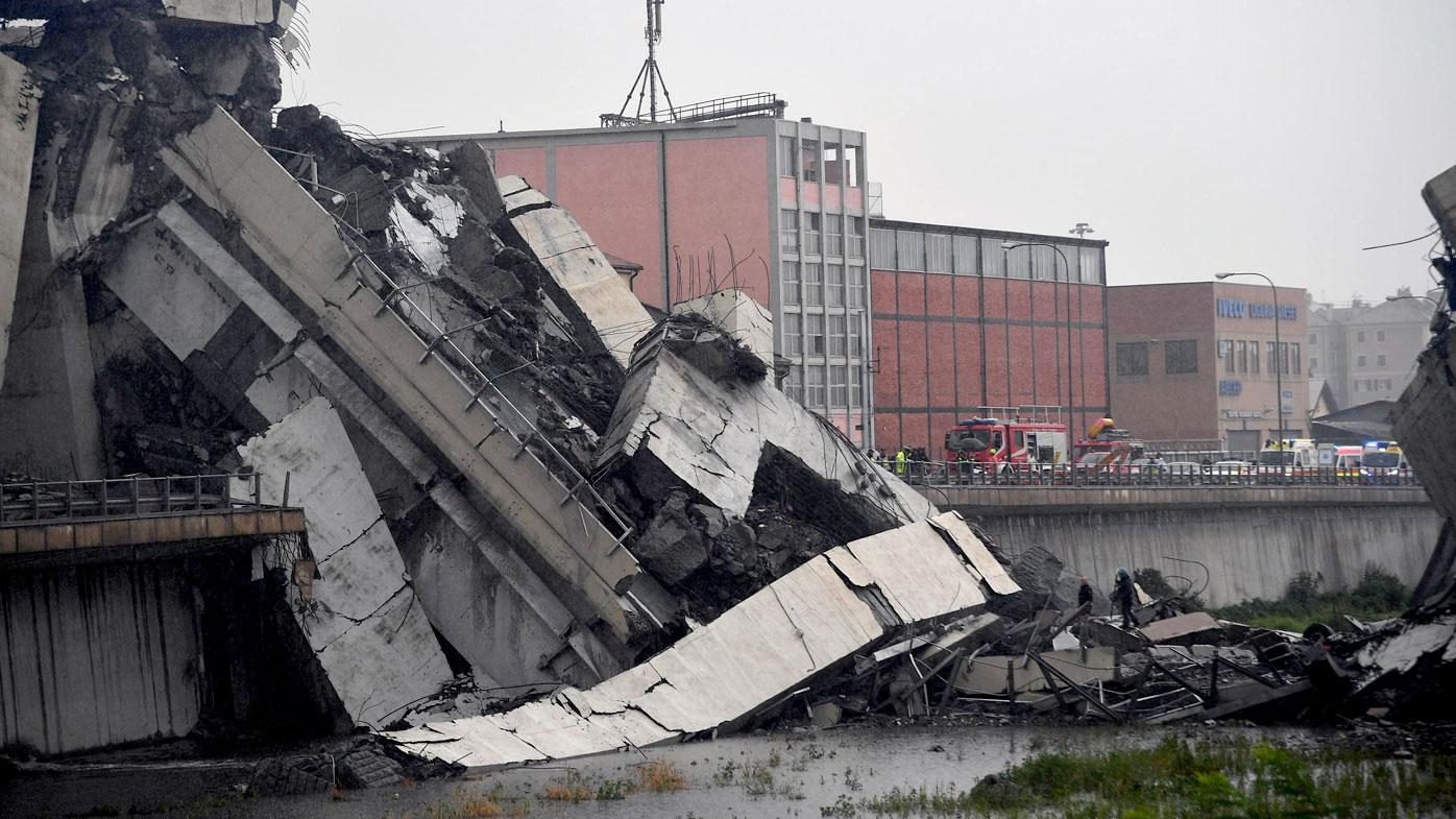 'Dozens dead' in Italian bridge collapse