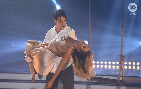 Samuel Johnson gets emotional after 'Dancing With the Stars' performance dedicated to late sister Connie