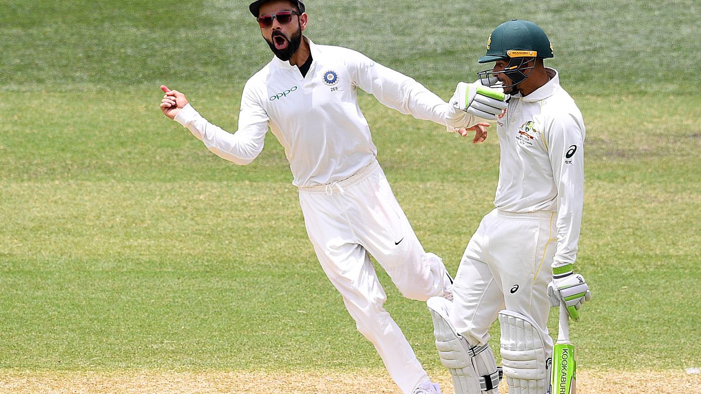 Tim Paine distracts Murali Vijay while referring to Virat Kohli