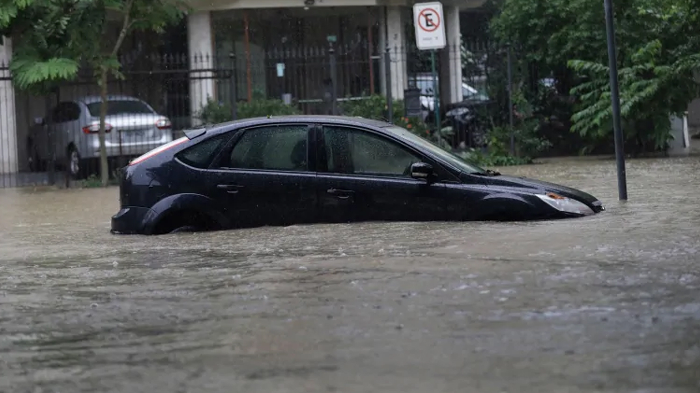 10 dead in Rio de Janeiro after month's rain in just four hours