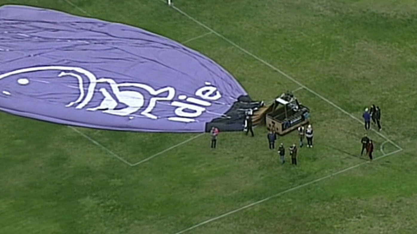 Hot air balloon crash lands in Melbourne cricket field