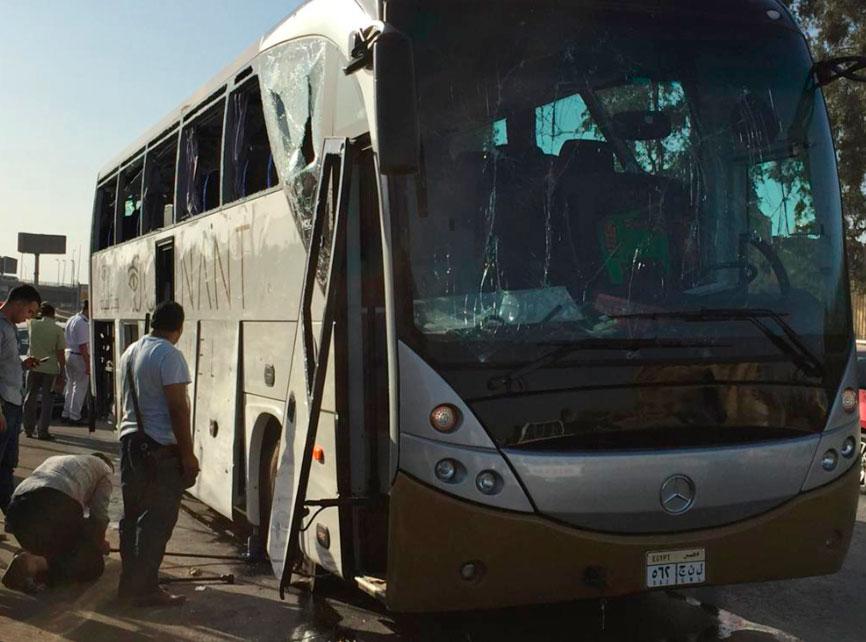 Bomb hits tourist bus near Egypt's Giza Pyramids