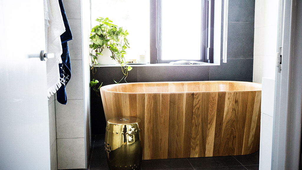 The judges were absolutely awe-struck by the wooden bathtub in Shannon and Simon's ensuite.