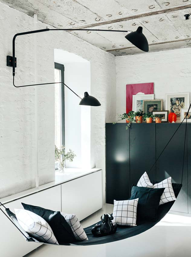 Brooklyn style studio apartment will play to your monochrome loving heart - Topson lighting ...