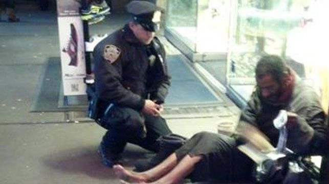 Jennifer Foster's photo of Officer Deprimo with the homeless man.