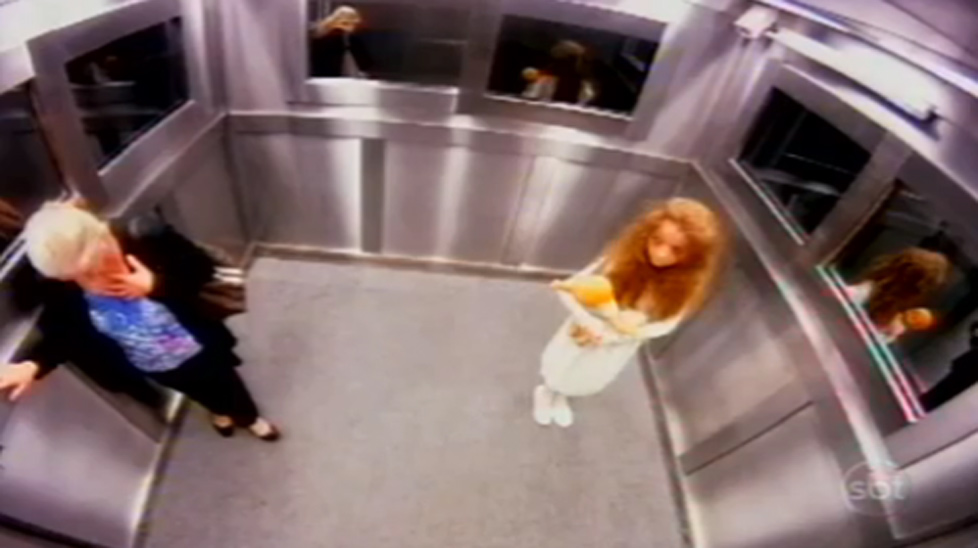 A 'dead' girl terrifies people by suddenly appearing in a lift during a TV prank.